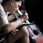 Craftman tuning the guitar taken by Lenard Po (flickr.com)